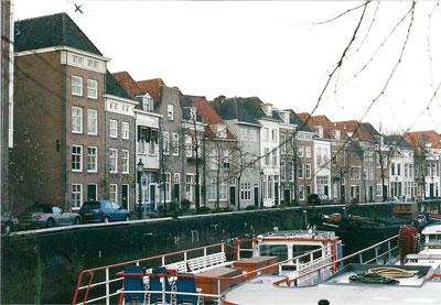 De Breda Haven in 's-Hertogenbosch. Vermoedelijk woont het gezin Neomagus in een deel van het eerste huis links.