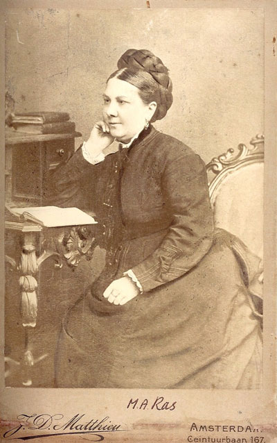 Lina Neomagus-Ras in 1887.
