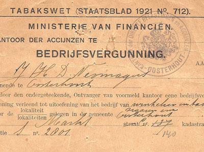 Detail van de bedrijfsvergunning waarvoor jaarlijks vijf gulden moet worden betaald. De betalingen worden op de achterzijde bijgehouden.