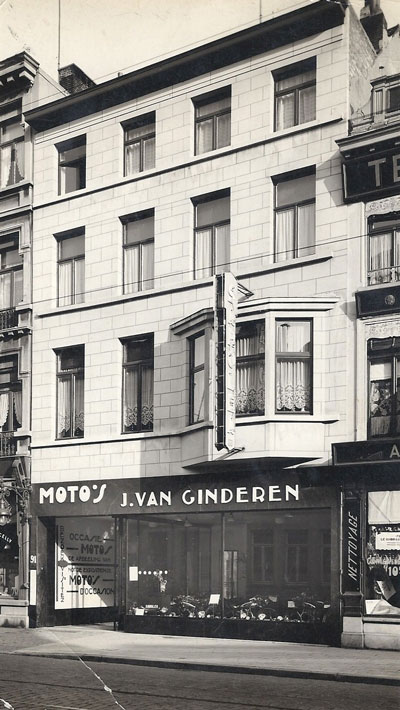 Mechelsesteenweg 91 Antwerpen, het garagebedrijf van Jos van Ginderen, in 1949 overgenomen door Raphael Ommeganck, in 1970 failliet verklaard. Boven het bedrijf wonen na de oorlog Victor Denissen en Clemence Neomagus, de schoonouders van Raphael.