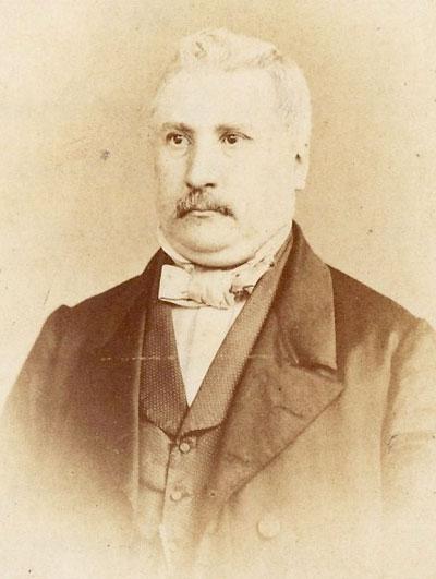 Frans is de roepnaam van Thomas, Laurens, Frans Neomagus. De foto is van 1887 of eerder, aangezien achterop het adres Vasteland in Rotterdam staat, waar het gezin van 1878 tot 1887 woont.