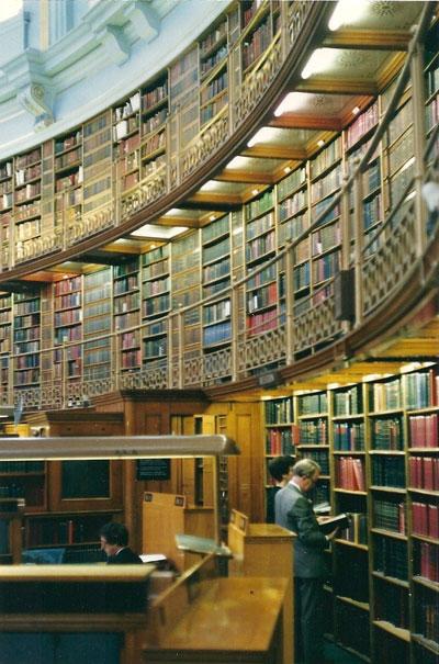 Publicaties van Arnold Neomagus zijn (ook) te vinden in The British Labrary in Londen, waar de auteur van dit artikel ze in september 1989 inziet. Hoewel het verboden is te fotograferen, maakt hij stiekem enkele foto's van het bijzondere interieur.