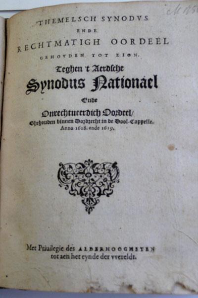 Arnold Neomagus schrijft een pamflet naar aanleiding van de besluiten van de Synode van Dordrecht.