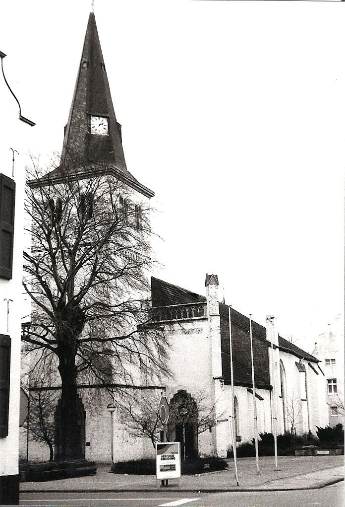 De kerk van Orsoy in de jaren '80.