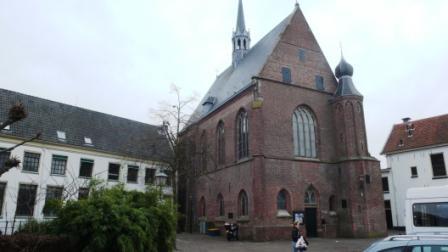 Samuel studeert aan de universiteit van Harderwijk, waarvan deze gebouwen resteren.