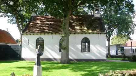 Het vroegere hervormde kerkje van Alphen.