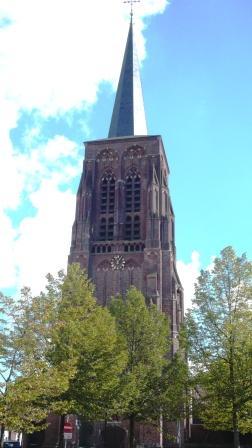 Toren van de kerk in Alphen.