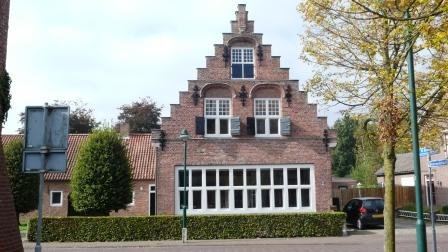 In deze woning in Alphen woont dominee Neomagus enkele jaren.