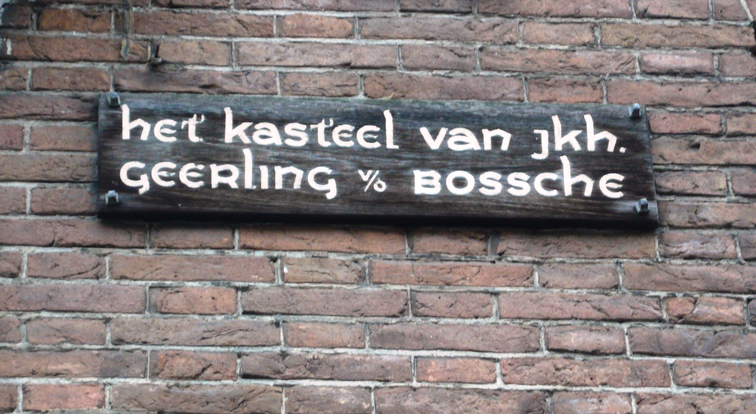 De woning is eertijds het kasteel van jonkheer Geerling van den Bossche.