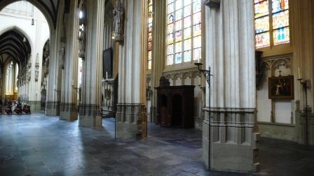 Interieur van de St. Jan in 's-Hertogenbosch, waarin de graven liggen van Stephanus Roosendael, Jacoba Neomagus en nog enkele leden van de familie Roosendael. Alleen dat van Stephanus' oom Jacob is nog te zien. De steen ligt aan de voet van de biechtstoel die rechts op de foto is te zien. Officieel is de plek: 'in de zuidelijke buitenzijbeuk van het schip, derde travee van het transept, tweede zerk vanaf het westen van de zuidelijke rij van vier zerken'.