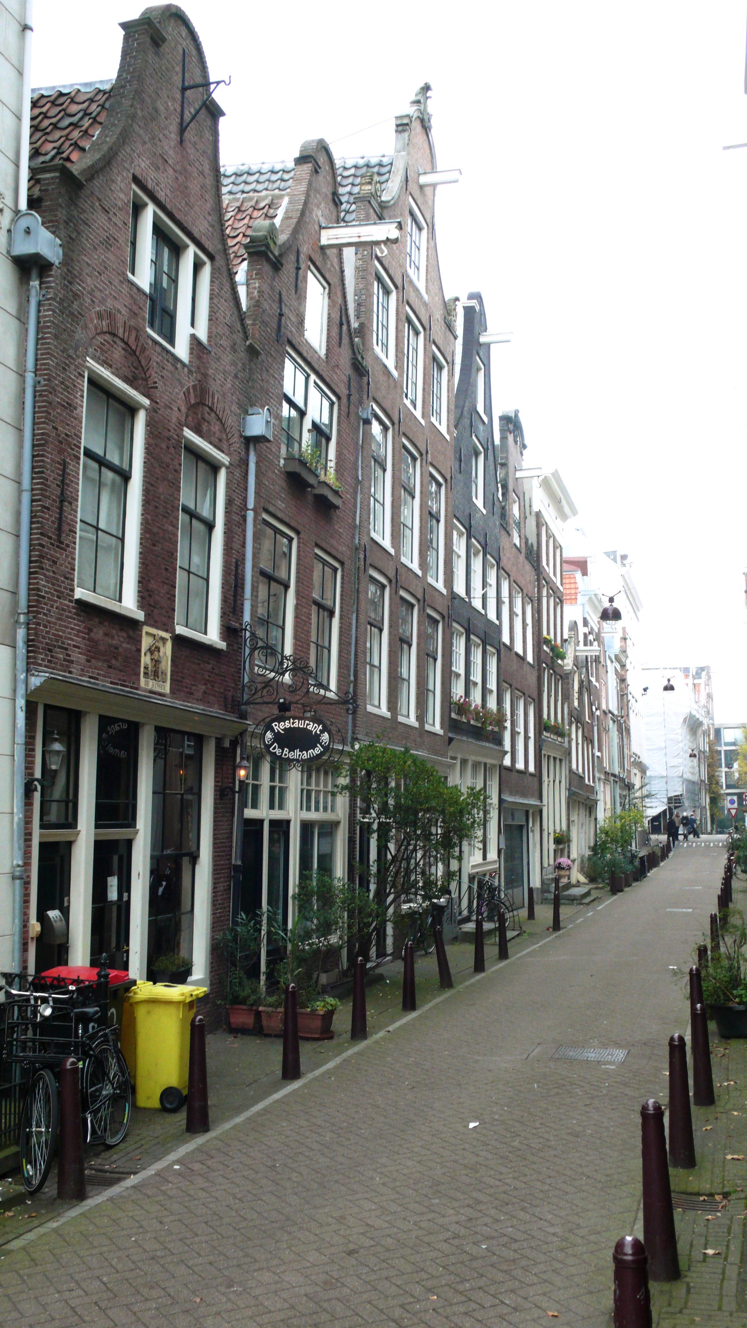 De Binnenwieringerstraat (zijstraat van de Haarlemmerstraat) in Amsterdam, waar de weduwe van Johannes Neomagus is overleden.