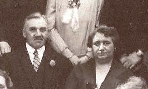 Eugène en Liza in 1929. Uitsnede van een familiefoto, gemaakt bij gelegenheid van de priesterwijding van zijn neef Frits Neomagus, zoon van Eugène's broer Poliet.