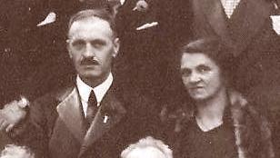 Emerence en Cor op een familiefoto uit 1929.