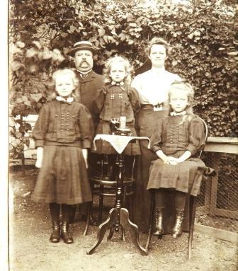 Het gezin Neomagus in Wormerveer, 1912.