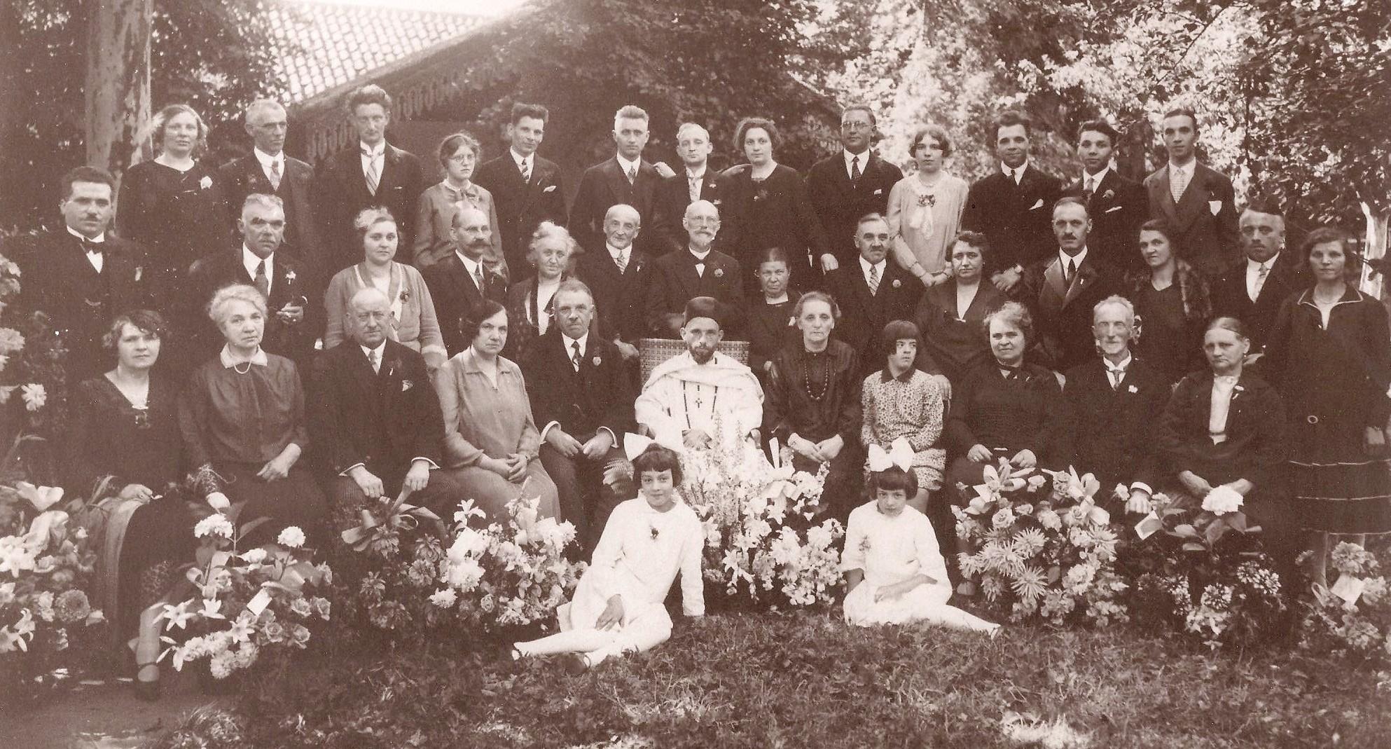 Familiefoto na de eerste heilige mis van Frits Neomagus in 1929 in Oosterhout.