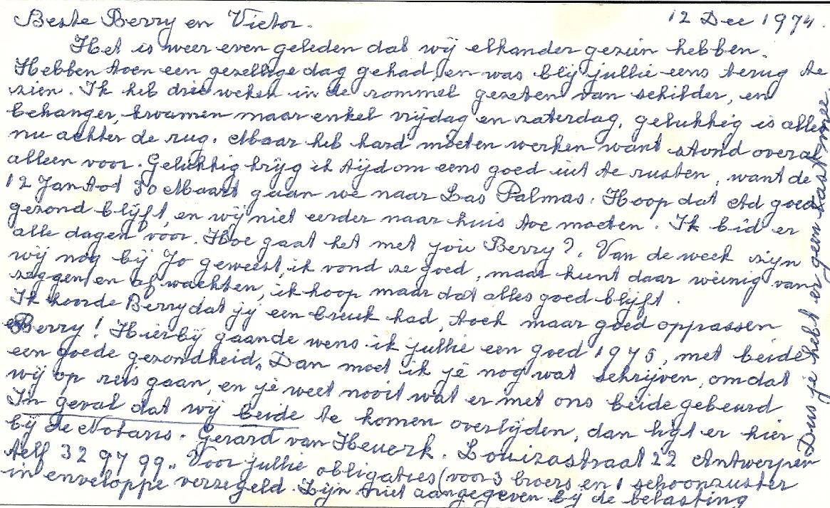 Aan beide zijden volgeschreven briefkaart van 12 december 1974 van Julia aan haar broer Victor en diens vrouw Berry. Het gaat onder meer over de aanstaande vakantie van Julia en Ad naar Las Palmas en over het feit dat bij een notaris een verzegelde envelop met obligaties is gedeponeerd, voor het geval beiden komen te overlijden.