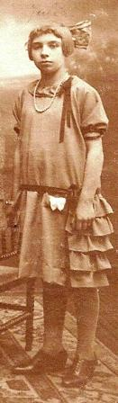 Julia op een gezinsfoto, 1924.
