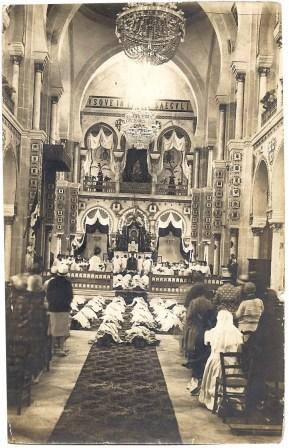 De priesterwijding van een aantal Witte Paters, onder wie Frits Neomagus.