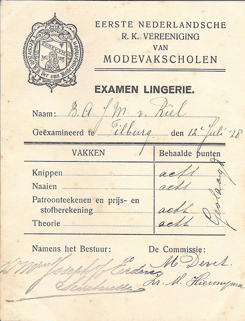 In 1928 slaagt Berry voor het examen Lingerie met viermaal het cijfer 8. Ze is dan 14 jaar. Het is het eerste diploma van een serie die eindigt op 1 juli 1933 met de akte van bekwaamheid voor lager huishoudonderwijs.
