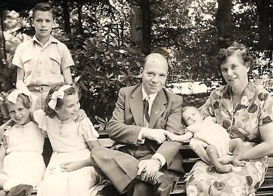 Het gezin in 1953 met de kinderen Jos (1939), Coby (1943), Jetty (1945) en Boy (1952).