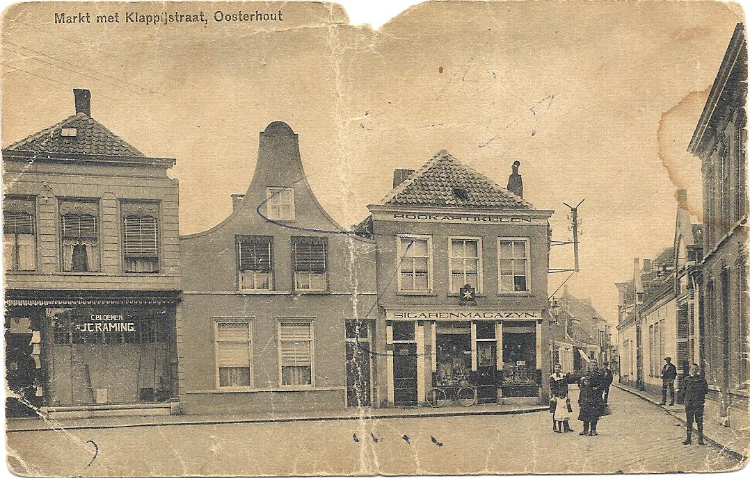 De Markt vóór 1921, in welk jaar de sigarenzaak (rechts) is verbouwd.