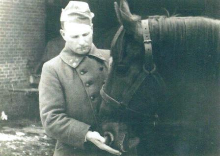 Cor Neomagus als kapitein-paardenarts, omstreeks 1918.