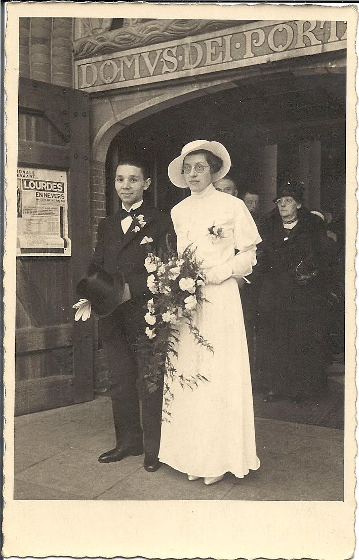 Het bruidspaar Neomagus-Vlamings, 1934. Op de achtergrond zijn moeder Anna Neomagus-Weijermans.