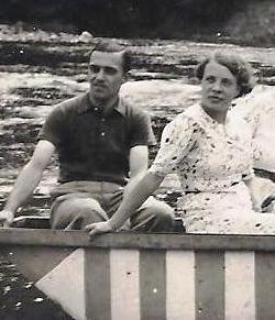 Pol en Martha, eind jaren '30 bij de watervallen van Coo.