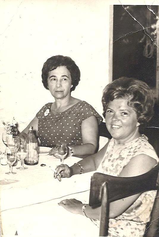 Emma De Jong-Neomagus en (rechts) Martha Neomagus-Goedgezelschap, getrouwd met Victor, een broer van Emma.
