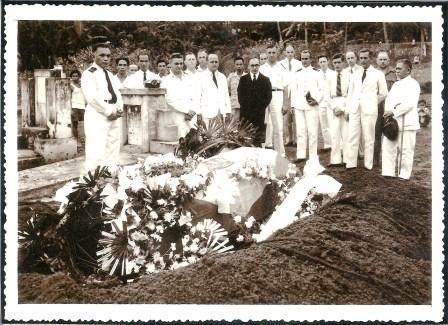 Begrafenis van Frits in Menado.