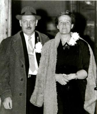 Jo en Henk in december 1956 bij hun 25-jarig huwelijksfeest.