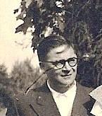 Eugeen/Frits Neomagus op een foto, in 1953 genomen bij de viering van het gouden huwelijksfeest van zijn oom Victor in Putte.