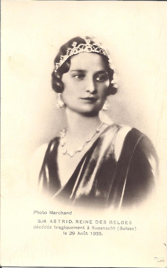 Herdenkingsprentje van koningin Astrid. Julia heeft het tot haar dood in haar kerkboek.
