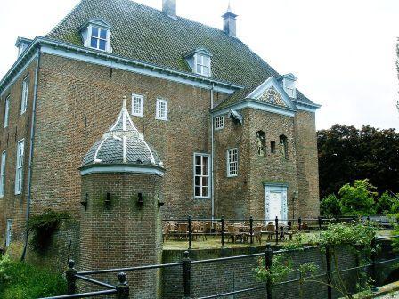 Kasteel van Ophemert (foto Wikipedia)