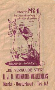 Sigarenzakje met de voorletters H.J.D. Het zakje is in 2016 aangetroffen op een postzegelbeurs in 's-Hertrogenbosch.