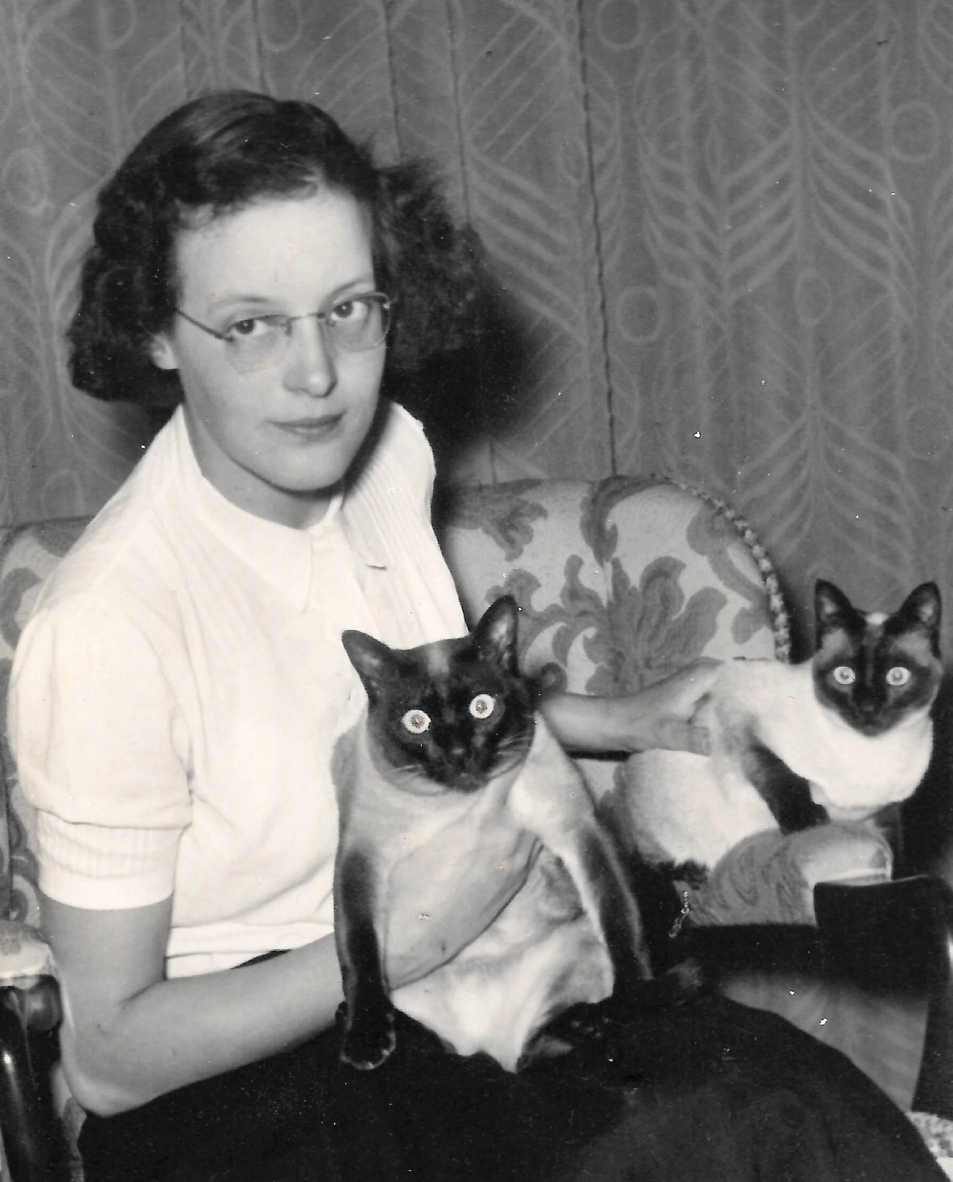 Ada met haar katten.