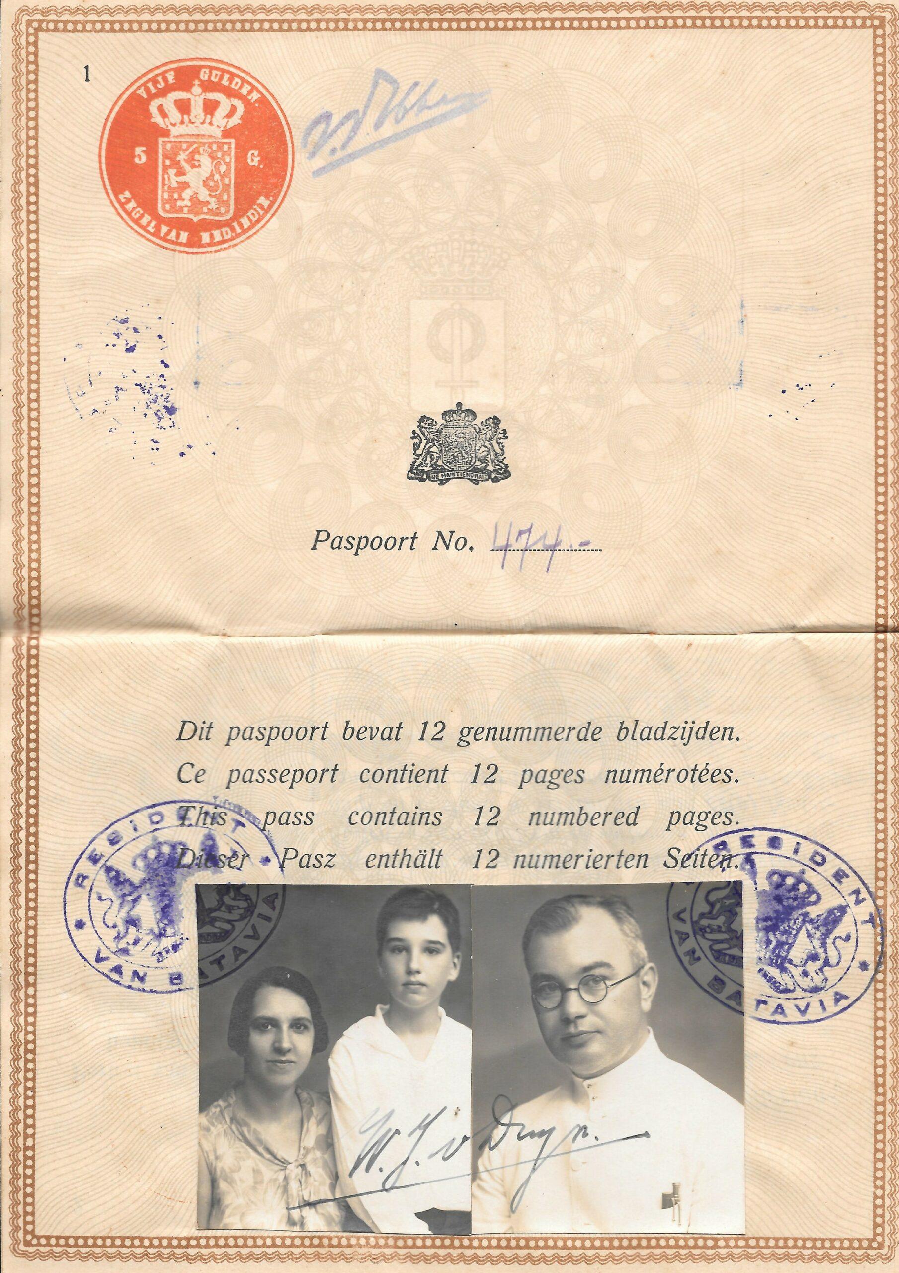 Het paspoort met de foto's van Willem van Duijn, zijn vrouw Catharina Buwalda en zoon Willem die later trouwt met Ada Neomagus.