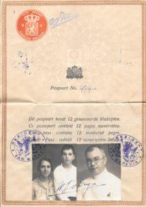 Paspoort van de familie Van Duijn uit 1932 met daarop ook de jonge Willem Linze