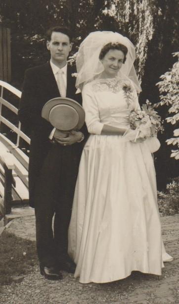 Het bruidspaar Bertus Neomagus en Letty Kuilenburg op 25 juni 1960.