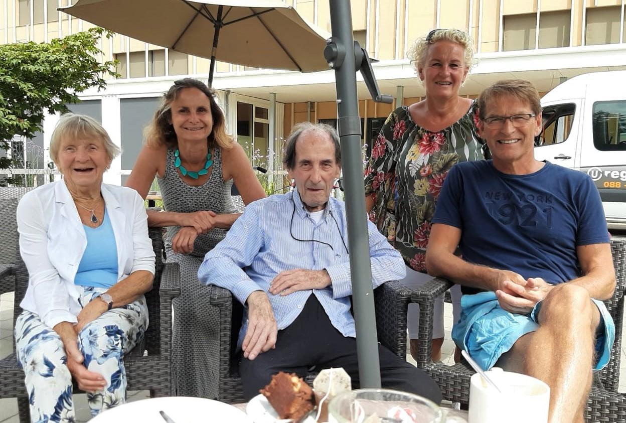 Hein viert op 30 juni 2020 zijn 90ste verjaardag samen met schoonzus Letty, nicht Heidi, nicht Jeannette en haar man Gerard.